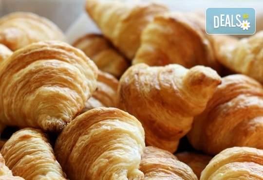 Погрижете се за гостите си с Кетърингхапки.com! Включва френски мини кроасанчета