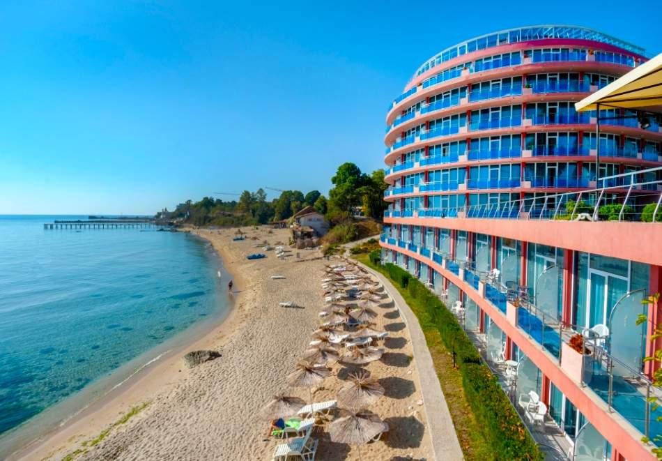 Лятна почивка в хотел Сириус Бийч*4, Константин и Елена! Включва изхранване вечеря и закуска! Плюс термална зона