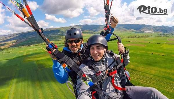 Усетете адреналина с Полети и приключения! Включва полет с парапланер! Плюс заснемане