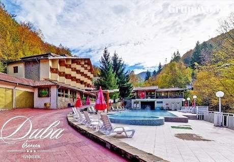 Нощувка на човек със закуска + минерален басейн и сауна в Хотел Дива, с. Чифлик до Троян