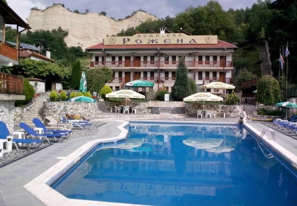 Лято в Мелник! Нощувка на човек със закуска и вечеря + басейн от Комплекс Рожена