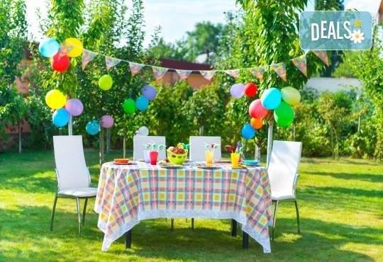 Детски рожден ден на открито за до 30 гости с храна и напитки от Деличи