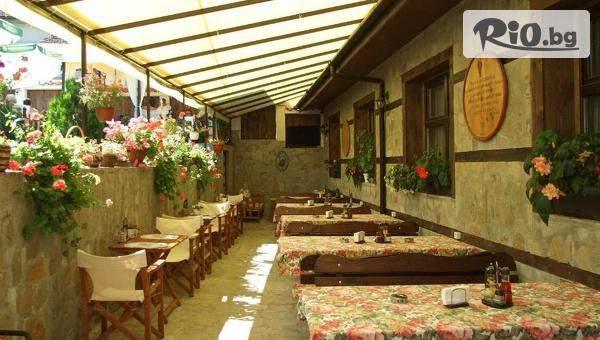 Почивка в Стрелча! Нощувка със закуска и възможност за вечеря + басейн с топла минерална вода, от Kъща за гости Митьова къща