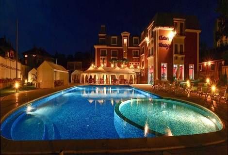 Посрещнете 2021-ва година в Хотел Шато Монтан, Троян! Включва изхранване вечери и закуски! Плюс басейн