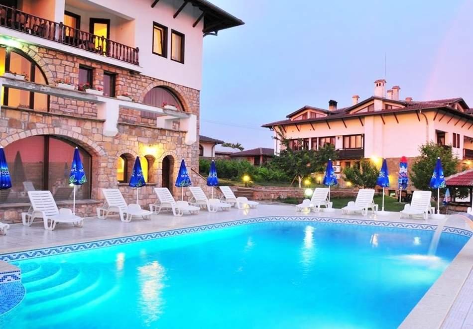 Юли в Арбанаси! Нощувка на човек със закуска и вечеря + външен, вътрешен басейн, джакузи и парна баня от хотел Винпалас
