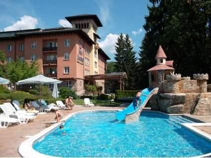 Голяма почивка в Спа Хотел Двореца*****, Велинград! Включва басейни с минерална вода, вечеря и закуска!