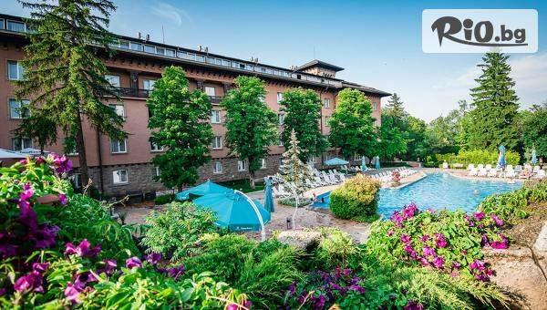 Луксозна почивка във Велинград! Нощувка със закуска и вечеря за до четирима + СПА, вътрешен и външен басейн, от Спа хотел Двореца