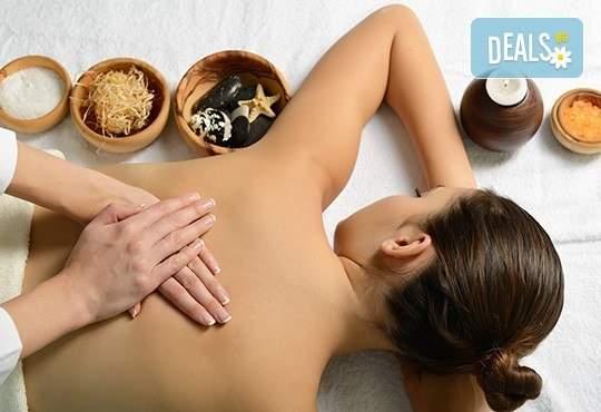 Лечебен масаж на гръб и ръце с масло канабис CBD в Салон за красота Вили