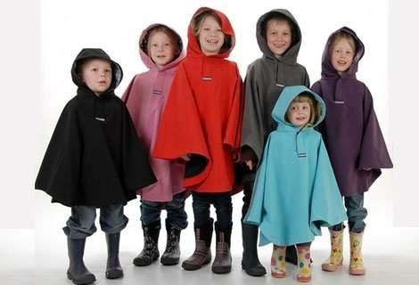 Водоустойчиви хлапета с детски дъждобран - пончо в цвят по избор само за само за 2.49 лв.