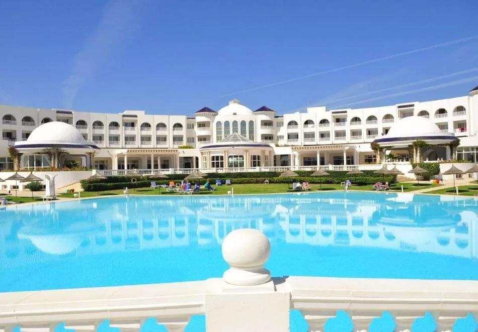 Почивка в Тунис от юни до септември 2021. Чартърен полет от София + 7 нощувки на база All Inclusive на човек в хотел  Golden Tulip Taj Sultan 5*, Хамамет!