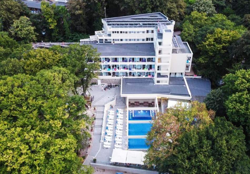 Нощувка на човек на база All Inclusive + басейн в хотел Ариана, Китен на 200м. от плажа. ДВЕ ДЕЦА ДО 11.99Г. БЕЗПЛАТНО.