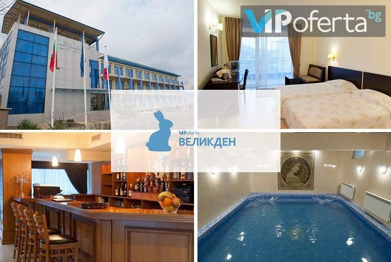 Тридневен пакет със закуска, обяд и вечеря + минерален басейн в хотел Астрея***