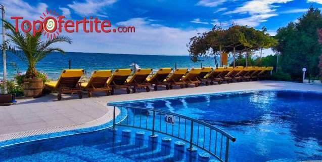 Великден в Хотел Афродита Бийч 4*, Несебър - Първа линия! 3, 4 или 5 нощувки + закуски, вечери, Празничен Великденски късен обяд на 2-ри, външен отопляем басейн, шезлонг и чадър на цени от 135 лв. на човек