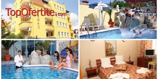 През Юни в Хотел Свети Стефан, Приморско! Нощувка + закуска, външен басейн, чадър и шезлонг около басейна за 20 лв. на човек