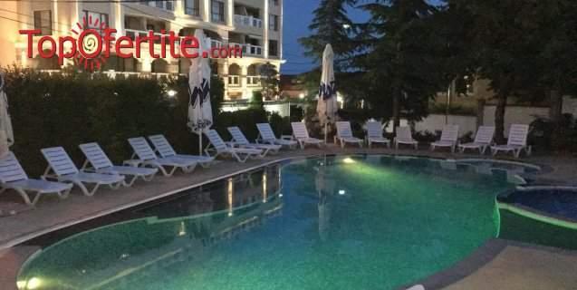 Пълен релакс в хотел Роял Бийч, Златни Пясъци! Включва басейн и закуска!