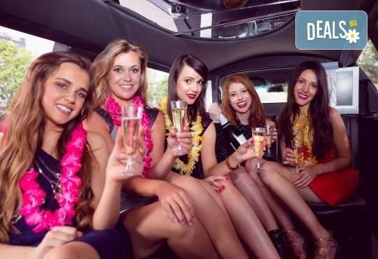 Рожден ден в лимузина с приятели при спазване на всички изисквания от San Diego Limousines