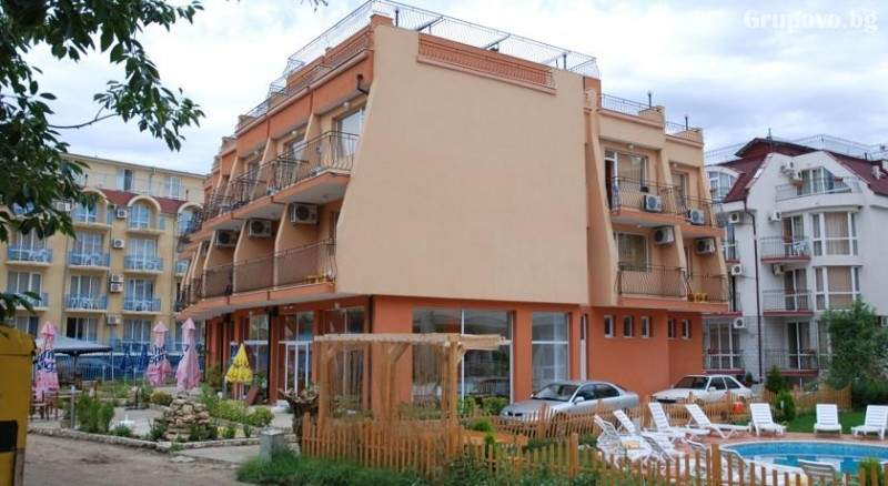 Лято 2021 на 40 метра от плажа в Равда! 5 или 7 нощувки на човек със закуски и вечери в хотел Германа Бийч