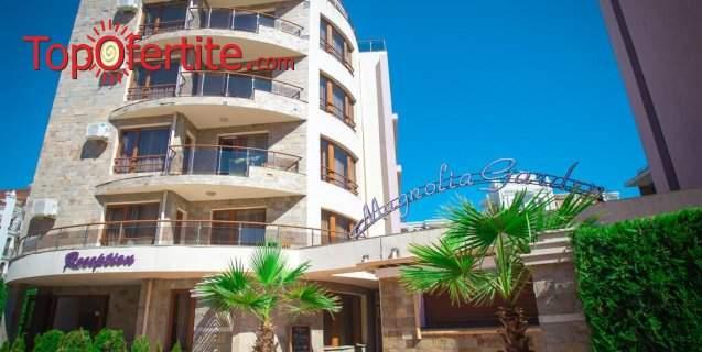 На 5 минути от плажа в Хотел Магнолия Гардън, Слънчев бряг! Нощувка + басейн, шезлонг и чадър на цени от 57 лв. за помещението