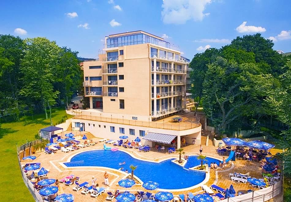 Голям релакс в хотел Холидей Парк*4, Златни пясъци! Включва детска анимация и басейн!