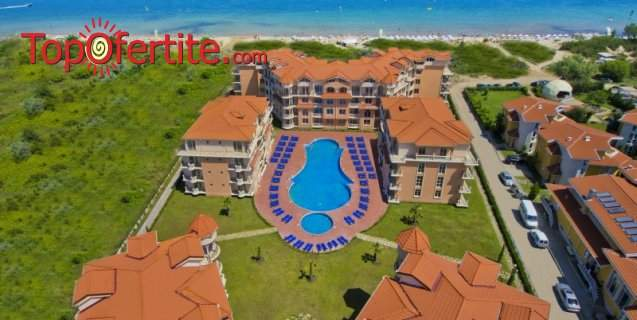 На море в Хотел Хасиенда Бийч 3*, Созопол - Първа линия! Нощувка + закуска, външен басейн, шезлонг и чадър около басейна на цени от 48 лв. на човек