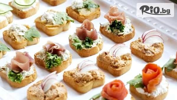 5 плата с 90 броя мини сандвичи и кроасанчета, аранжирани и декорирани за директно сервиране с 58% отстъпка, от Криейтив кетъринг