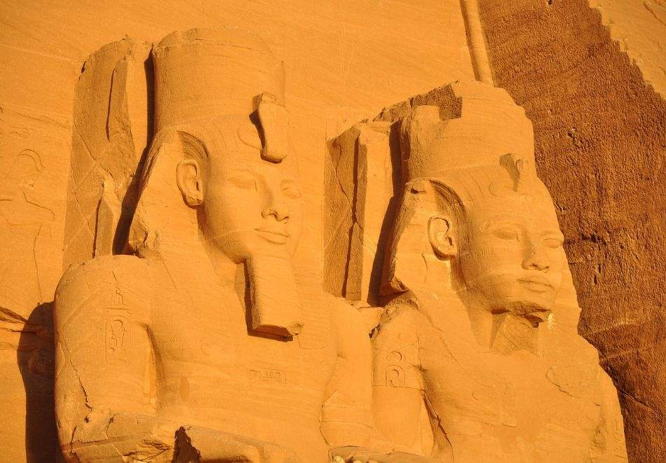 Круиз по река Нил, Египет. Самолетен билет от София + 4 нощувки на човек на круизен кораб от Асуан до Луксор, 2 нощувки в Хургада и 1 нощувка в Кайро, при съответните бази на изхранване