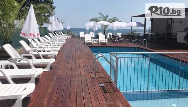Почивка в Китен през Юни! 5 нощувки със закуски, обеди и вечери + басейн и шезлонг, от Семеен хотел Елит на 450 метра от плаж Атлиман