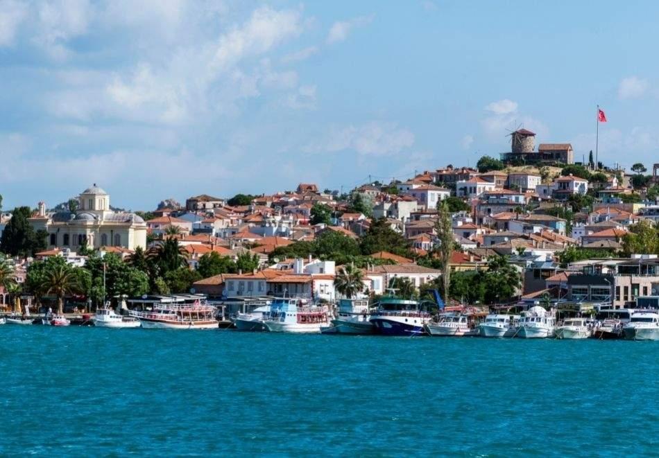 8 дневна почивка в Айвалък, Турция от юли до септември 2021! Автобусен транспорт от София + 7 нощувки на човек на база All Inclusive в BUYUK BERK HOTEL 3*!