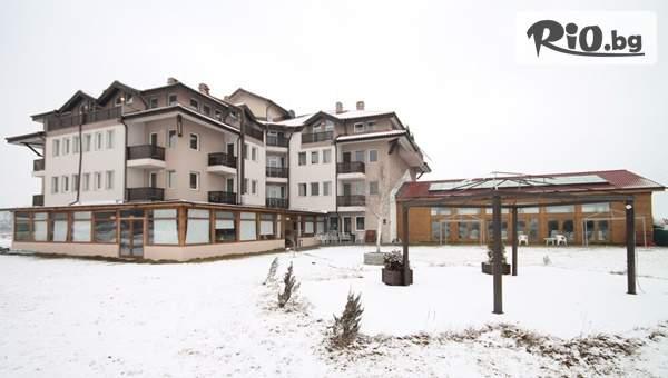 Коледа край Банско! 3 нощувки със закуски и вечери, 2 от които празнични + релакс зона и минерален басейн, от Seven Seasons Hotel в село Баня
