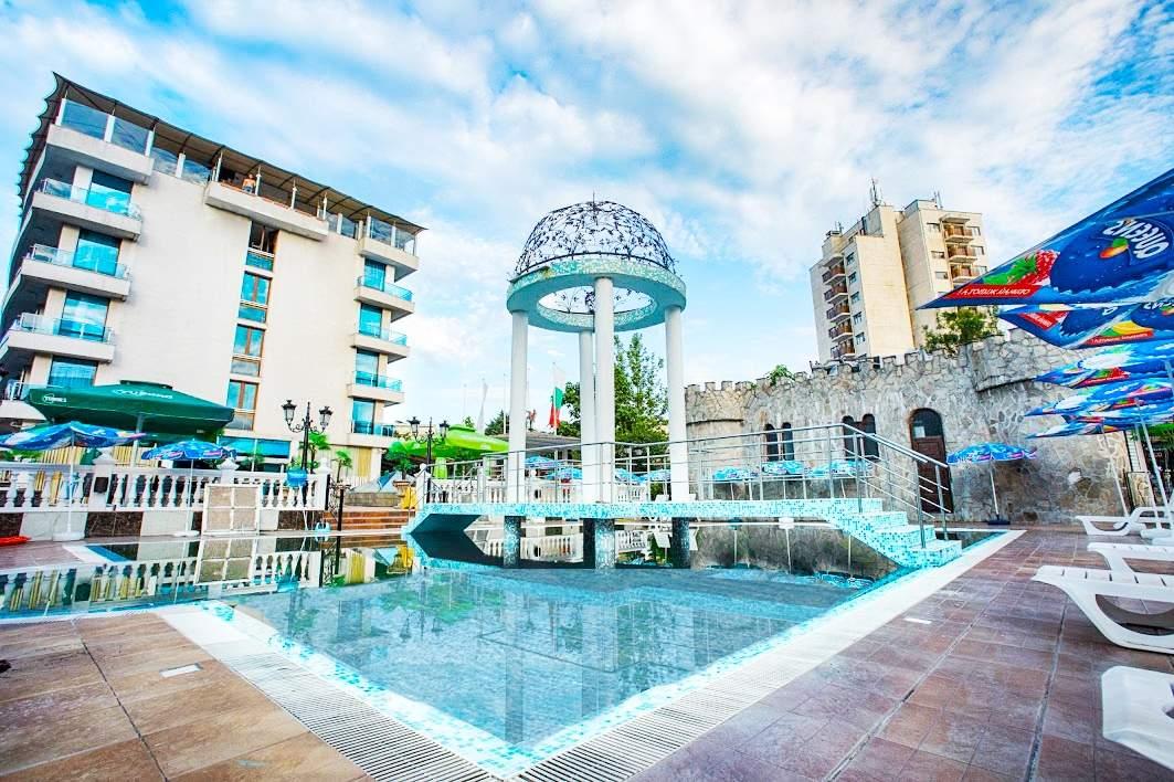 Лято 2021 в Китен на ТОП ЦЕНА! Нощувка на човек със закуска и вечеря + басейн в изцяло обновения хотел Китен Бийч, на 200 м. от плажа