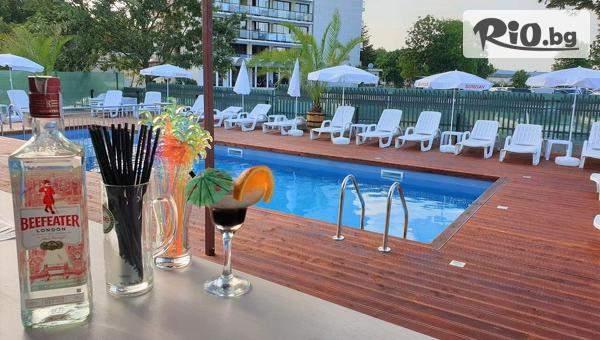 Почивка в Китен през Юли, Август и Септември! 5 нощувки със закуски, обеди и вечери + басейн и шезлонг, от Семеен хотел Елит на 450 метра от плаж Атлиман