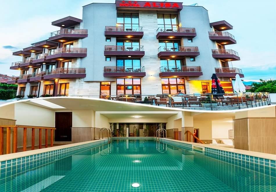 Релаксирайте в хотел Алиса, Павел Баня! Включва басейн и закуска!