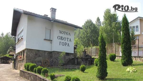 Почивка край Троян! Нощувка в самостоятелна къщичка за до 4-ма + кухненски кът, от Хотел Света гора