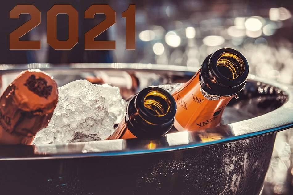 Посрещнете 2021-ва година в к-с Еверест, Червен! Включва вечери/закуски