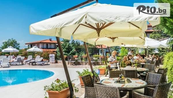 Лятна почивка в Созопол! Нощувка + басейни, джакузи, сауна и парна баня, от Ваканционно Селище Санта Марина