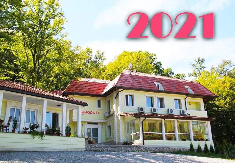 Посрещнете 2021-ва година в хотел-ресторант Чукарите, Котел! Включва вечери/закуски!