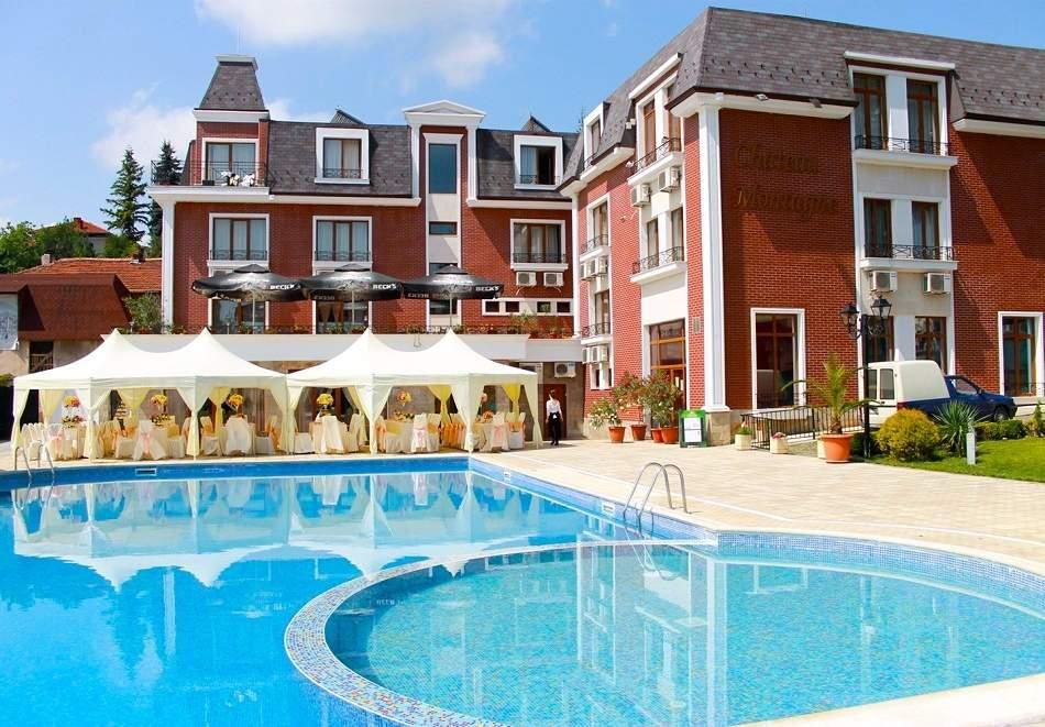 Почивка в хотел Шато Монтан, Троян! Включва басейн и изхранване вечеря/закуска!