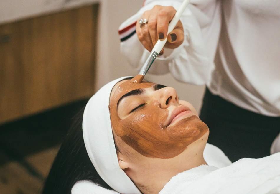 Обгрижете лицето си в Beauty Studio Danny! Включва шоколадова терапия