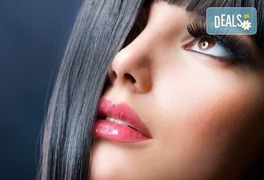 Красива визия от The Castle of beauty! Включва 3D - 6D мигли с косъм по косъм на промо цена!