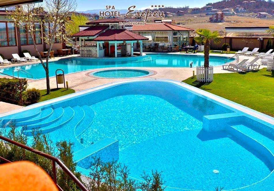 Ваканция в хотел Езерец, Благоевград! Включва басейни с минерална вода и изхранване вечери/закуски!