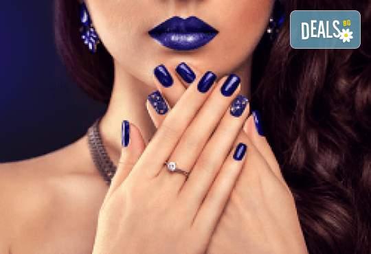 Маникюр с гел лак Black Bottle, декорации и сваляне на гел лак в Beauty Studio Platinum