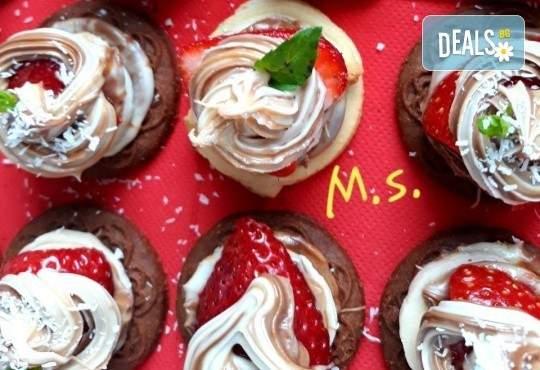 30 бр. мини бисквитени тортички с крем и ягодово сладко от My Style Event