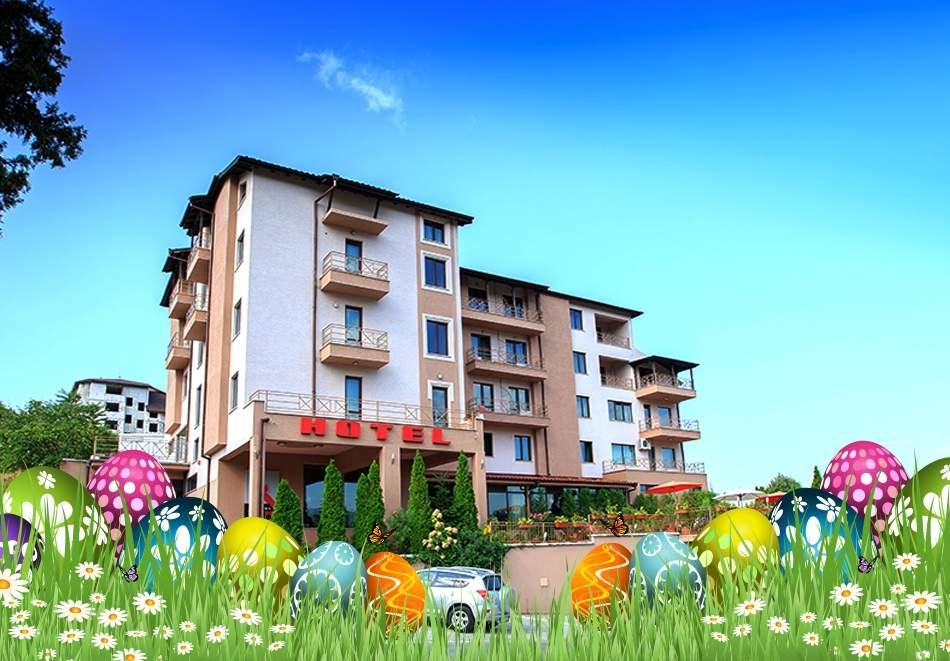 Великден и майски празници в хотел Тайм Аут***, Сандански. Нощувка на човек със закуска и вечеря + басейн и релакс зона