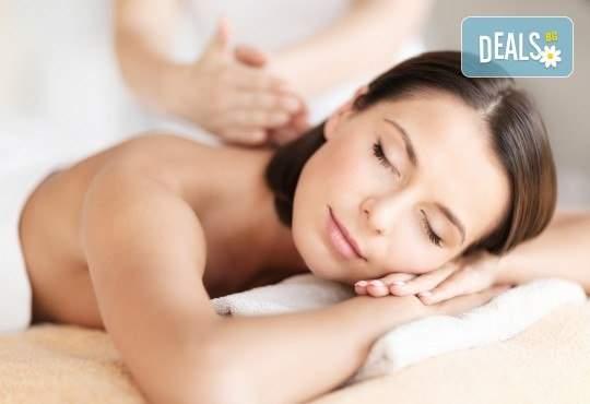 60-минутен масаж на цяло тяло и бонус: масаж на лице в салон Слънчев ден