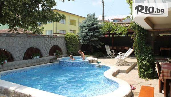 Планувайте лятната ваканция в Хотел М2, Приморско! Включен басейн! + Близък плаж