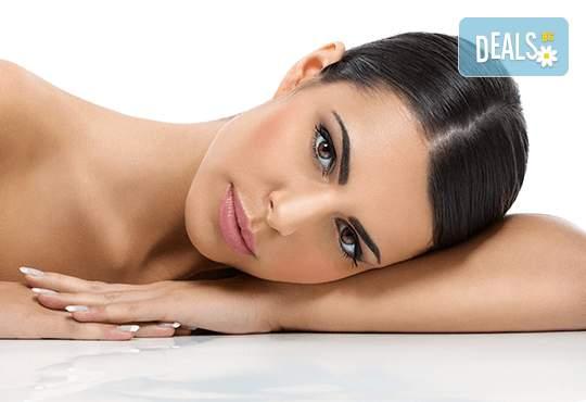 Лифтинг масаж на лице и нанасяне на ампула чрез ултразвук в студио Нова