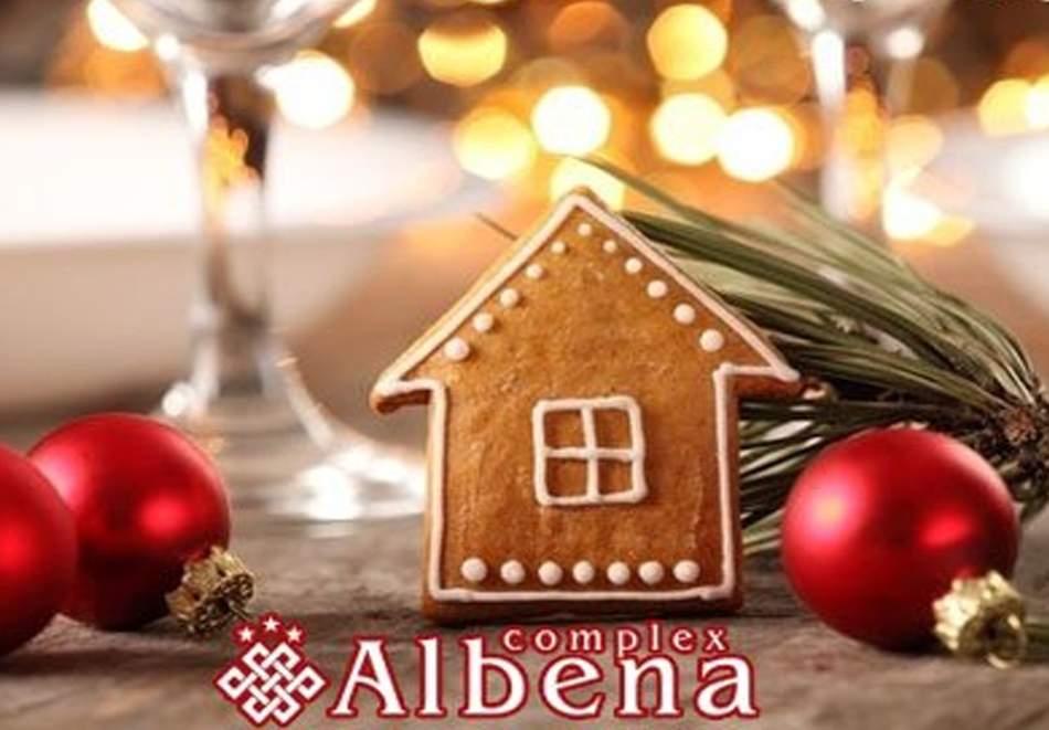 Празнувайте Коледа в хотел Албена*3, Хисаря! Включва зона за релакс, басейн с минерална вода, вечери и закуски! + Празнична вечеря
