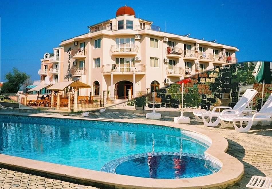 Нощувка за двама или трима със закуска и вечеря + басейн в семеен хотел Маргарита, Кранево