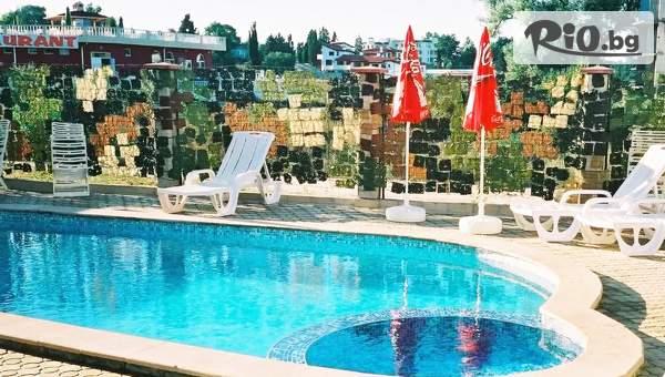 Почивка в Кранево! Нощувка със закуска и вечеря за до Трима + басейн, от Семеен хотел Маргарита на 200м от брега на морето