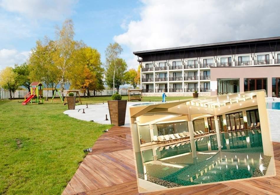 Уикенд в Белчин Баня! 2 или 3 нощувки със закуски за ДВАМА + закрит басейн с минерална вода и СПА пакет от хотел Белчин Гардън****